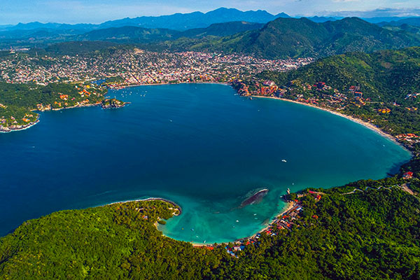 -Zihuatanejo Bay overview from high above