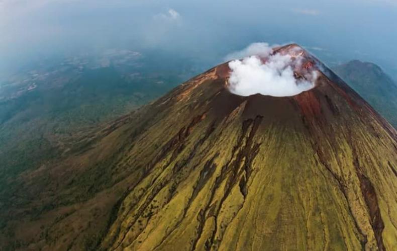 Volcano San -Cristobal Casita