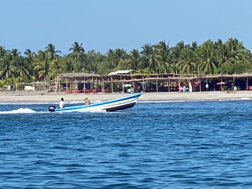 ROSA LEE TOOK PICTURES Bar Crossings into Puesta del Sol, El Salvador