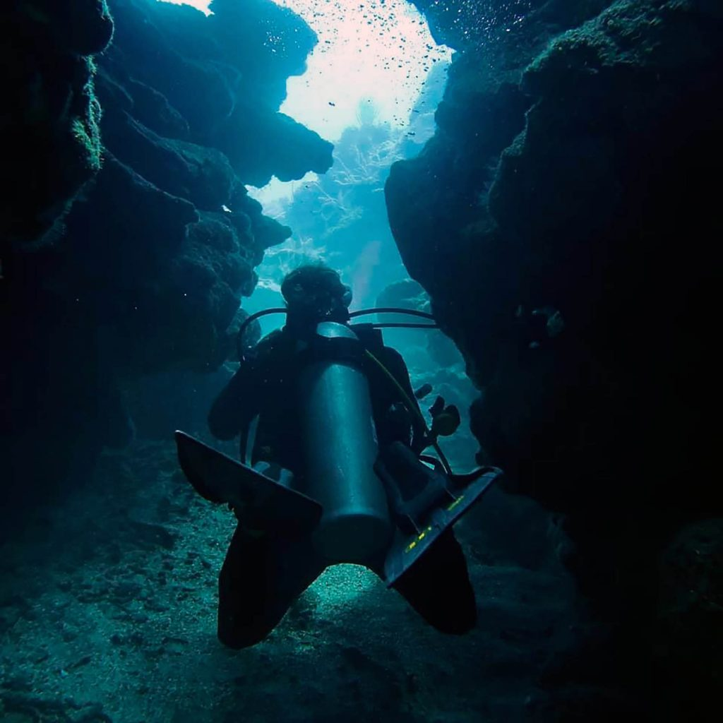 diving through reef canyons roatan