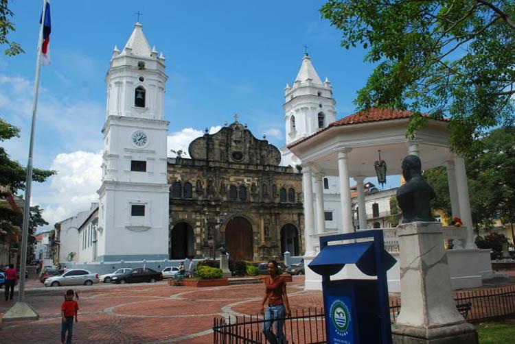 Plaza de la Independencia and Catedral Metropolitana